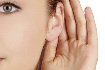 Rosto com orelhas mal formadas chamadas de abano com formato fora do normal são corrigidas pela cirurgia otoplastia que diminui a distância entre a orelha e o couro cabeludo na Clínica Ibérico Nogueira